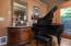 4194 NE C Ave, Neotsu, OR 97364 - Piano nook