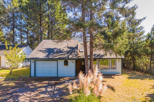 165 Spruce Ct, Depoe Bay, OR 97341 - Exterior