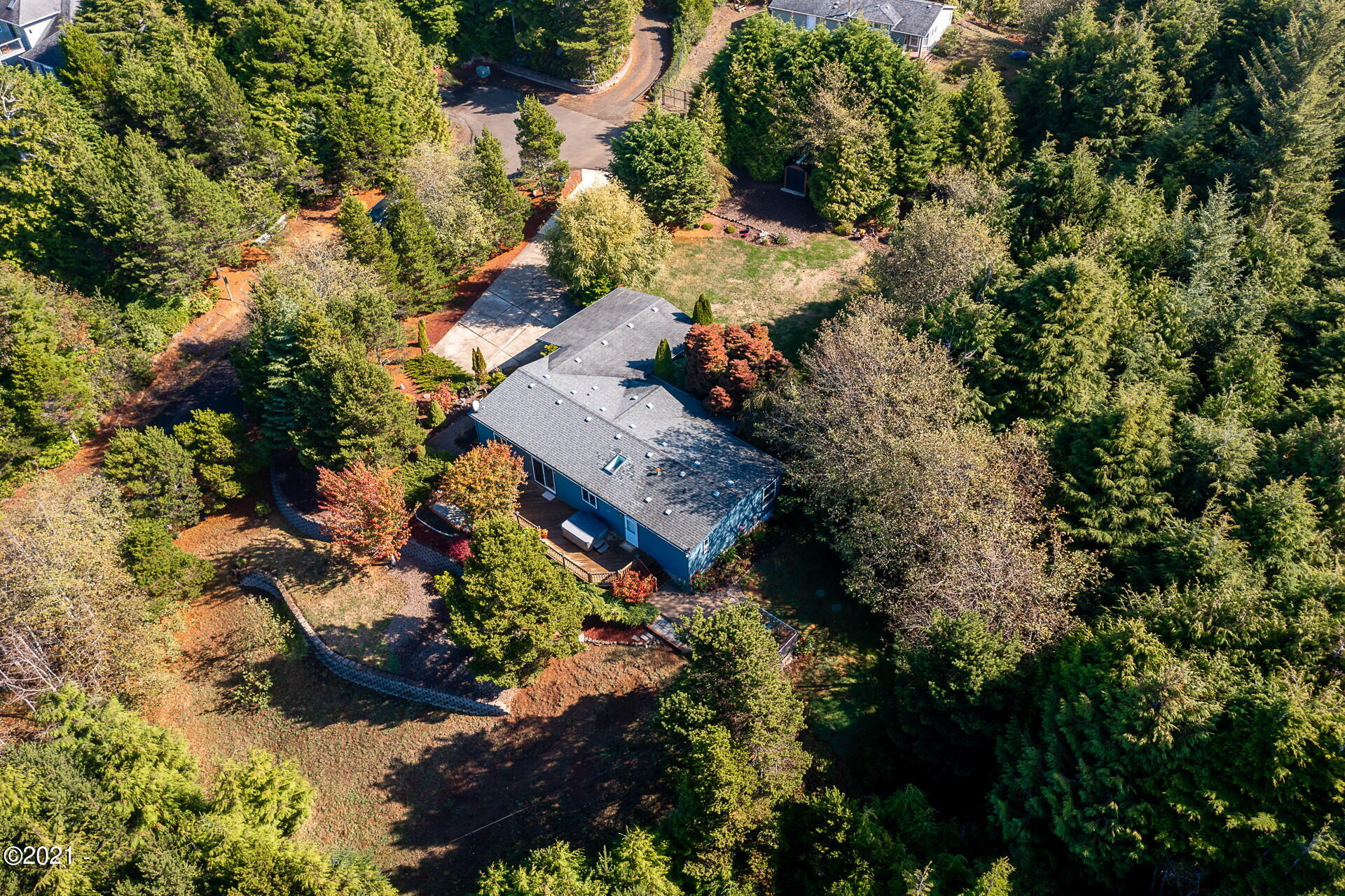 649 SW Edgewater Dr, Waldport, OR 97394 - Aerial view