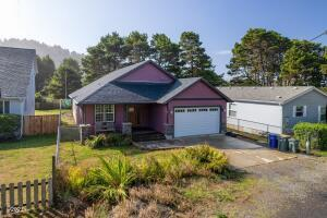 425 NW 58th St, Newport, OR 97365 - Exterior