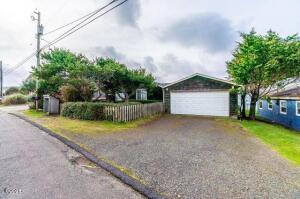 5617 NW Jetty Ave, Lincoln City, OR 97367