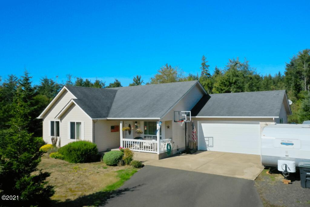 235 NE Evergreen Ln, Yachats, OR 97498 - House front