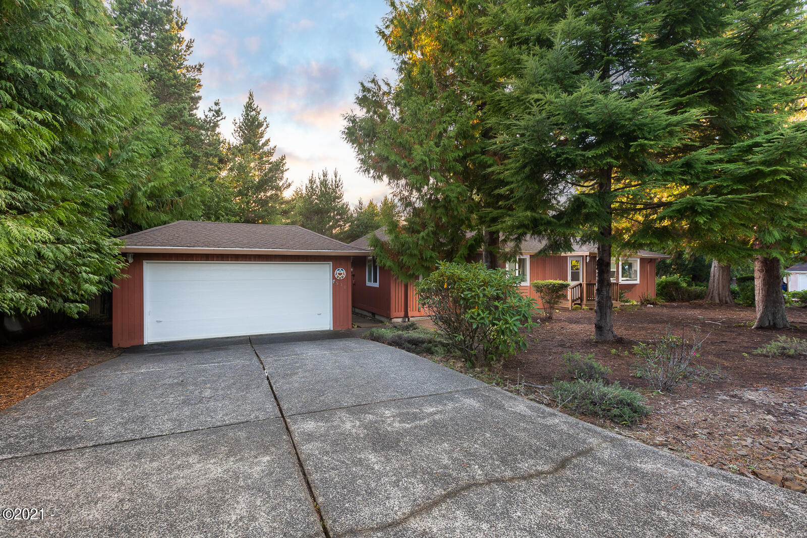 510 Seagrove Loop, Lincoln City, OR 97367 - Front of House