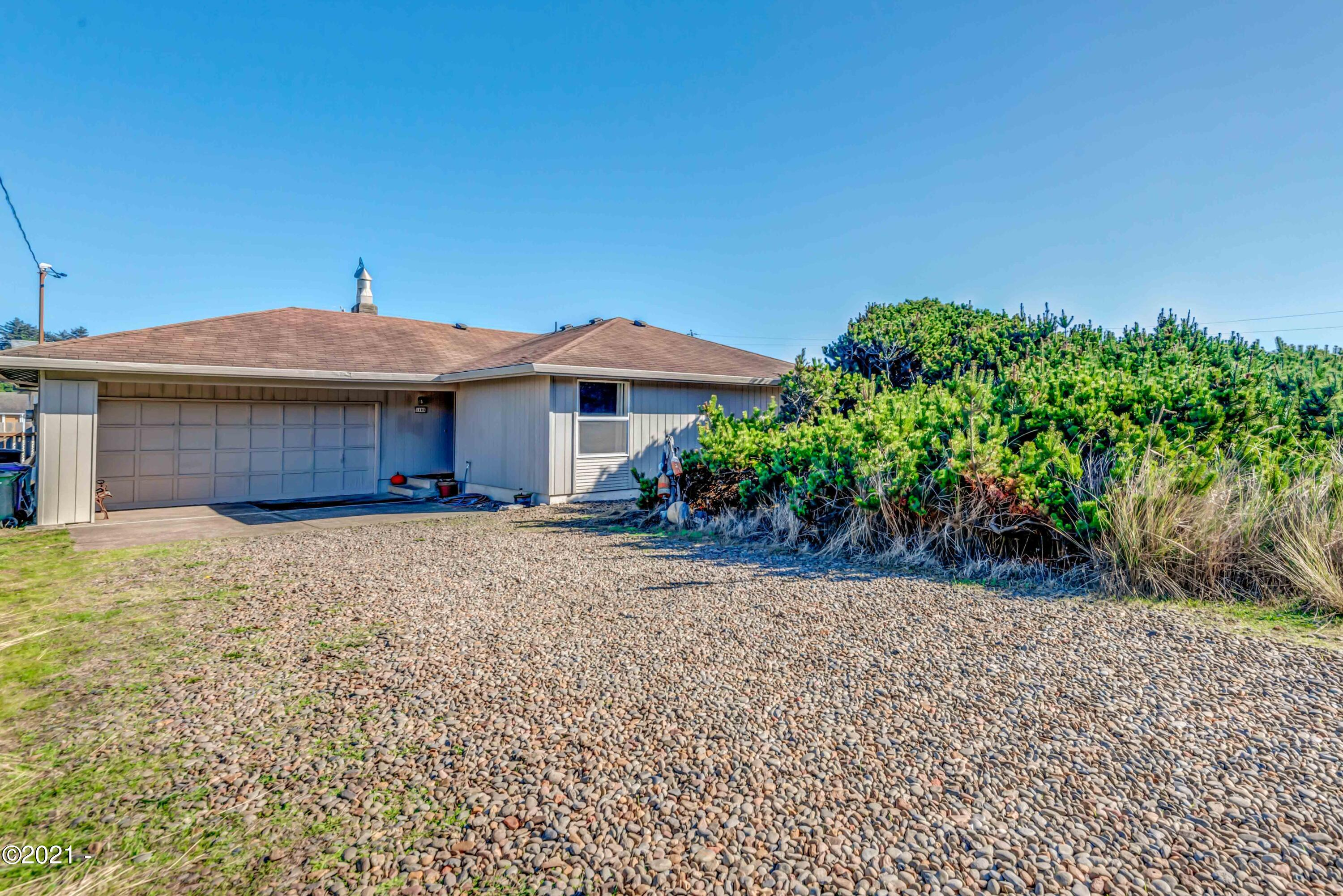 1105 NW Oceania Dr, Waldport, OR 97394