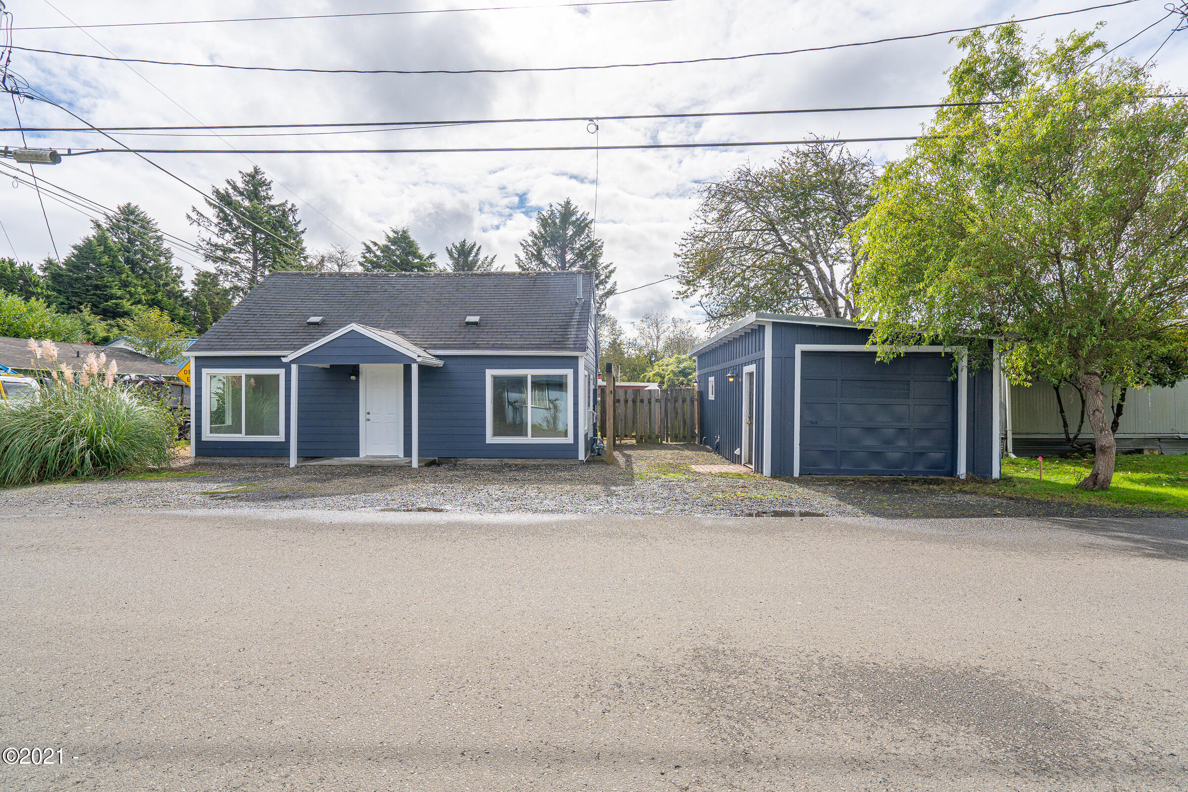 1870 SE 3rd St, Lincoln City, OR 97367 - Streetfront