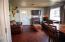 916 SE Fir St, Toledo, OR 97391 - living room