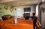 916 SE Fir St, Toledo, OR 97391 - living room/dining room