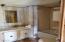 6725 Rhododendron Ave, Gleneden Beach, OR 97388 - Main Bath
