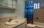 1131 SW 11th St, Newport, OR 97365 - Bathroom