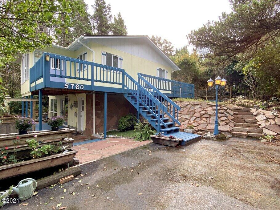 5760 Palisades Dr, Lincoln City, OR 97367
