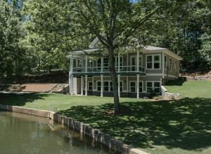 184 Lake Point Circle, Alexander City, AL 35010