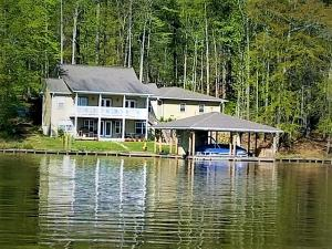 29 Creek Landing Ln, Alexander City, AL 35010