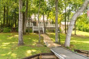 573 Powell Dr, Jacksons Gap, AL 36861