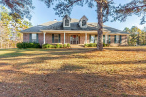 2284 Middle Rd, Eclectic, AL 36024