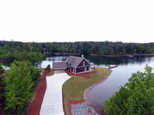 295 Lakewinds Rd, Alexander City, AL 35010