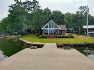 131 S Lands End Rd, Eclectic, AL 36024