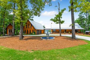 190 S Holiday Drive, Dadeville, AL 36853