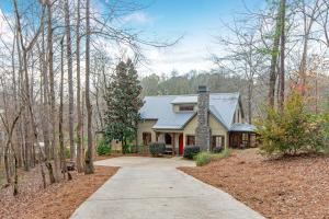 372 Craddock Dr, Jacksons Gap, AL 36861