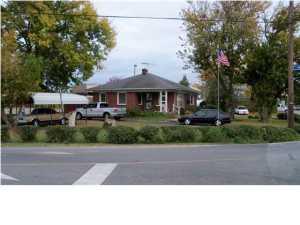 1815 Crums Ln, Louisville, KY 40216