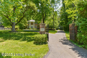 11124 Nutwood Rd, Anchorage, KY 40223