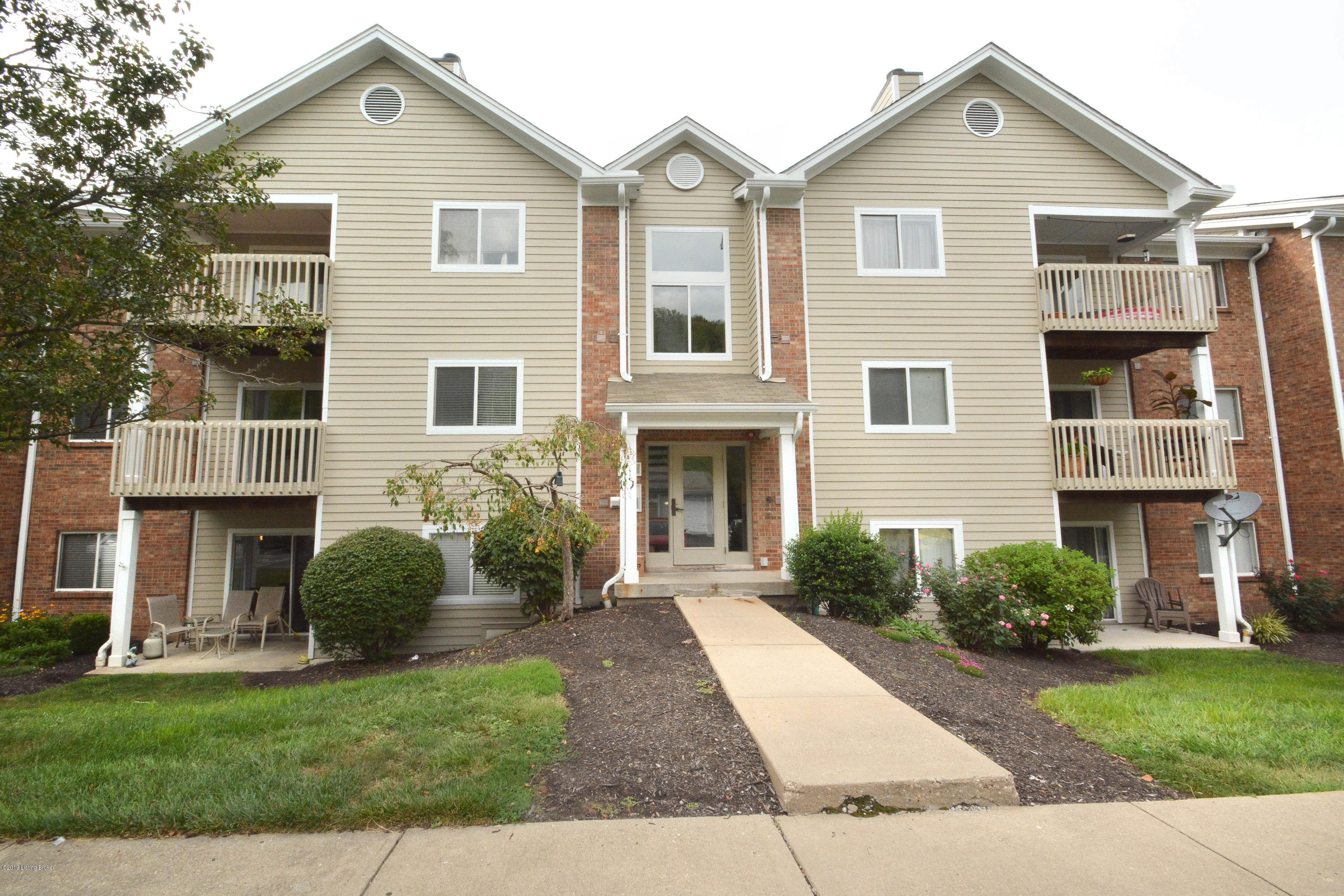 Photo of 410 Lakeview 5 Dr