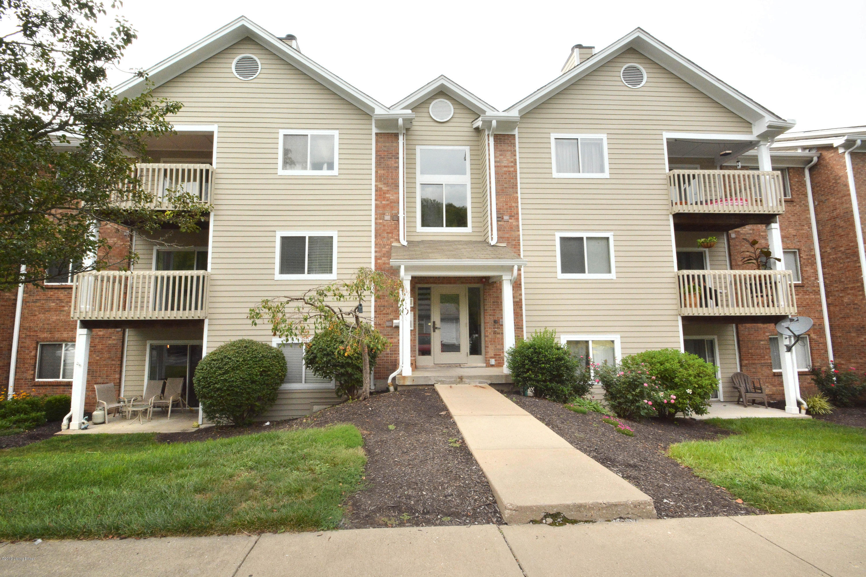 Photo of 410 Lakeview 11 Dr