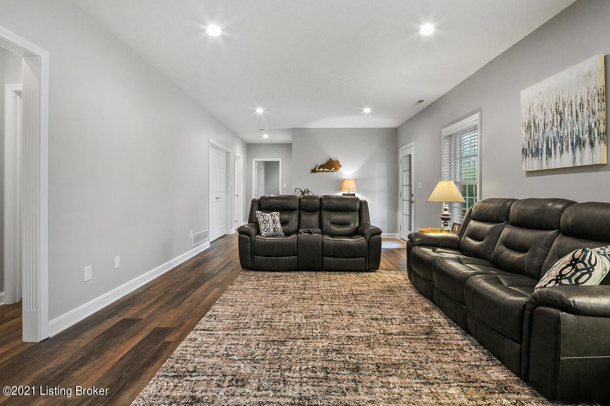 4605 Saratoga Hill Rd