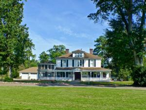 Welcome to 272 Edgewood Road a wonderful farm with lots of Southern Charm.