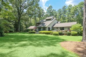 628 Cross Country Lane, Southern Pines, NC 28387