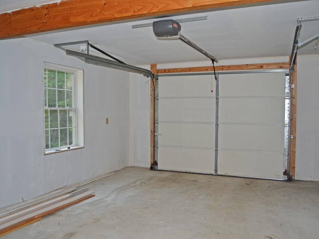 Large one-bay garage.