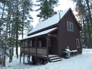 Coffee Pond 3 br, 1 ba cabin with 100 ft of lakefront. 2006 construction. Year round, insulated with wood heat.