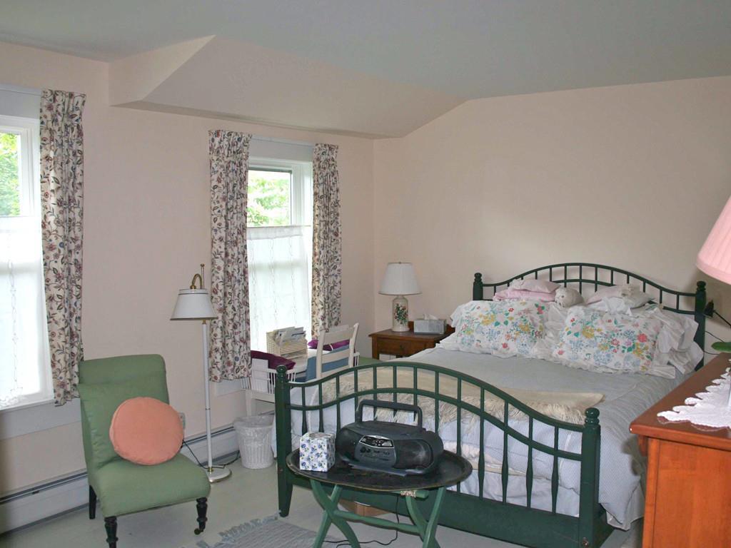 Master Bedroom with en suite full bath.