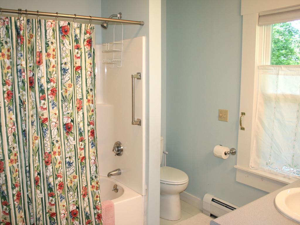 Master en suite bath.