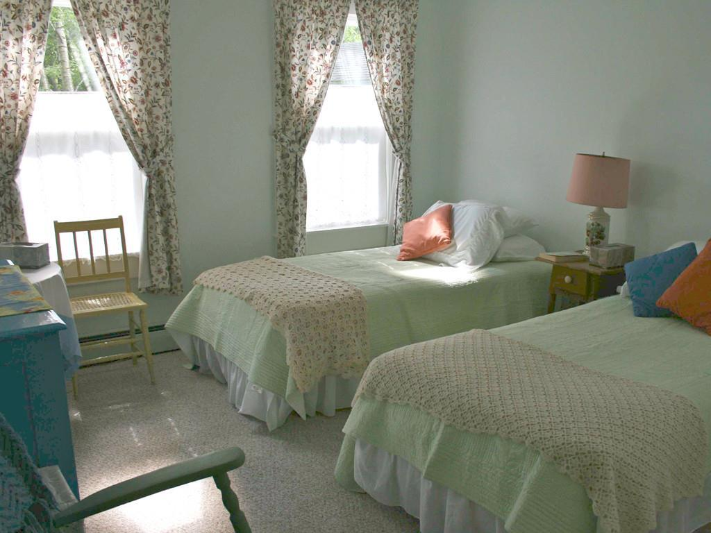 Guest Room with Hall Bath