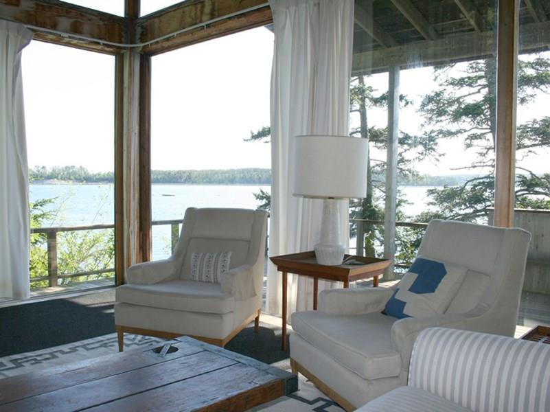 Living Room with view to Greening Island