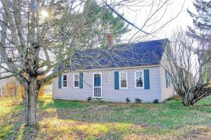 8 East Oxford Road, Minot, ME 04258
