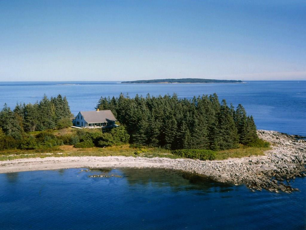 Maypole cottage on Maypole Point