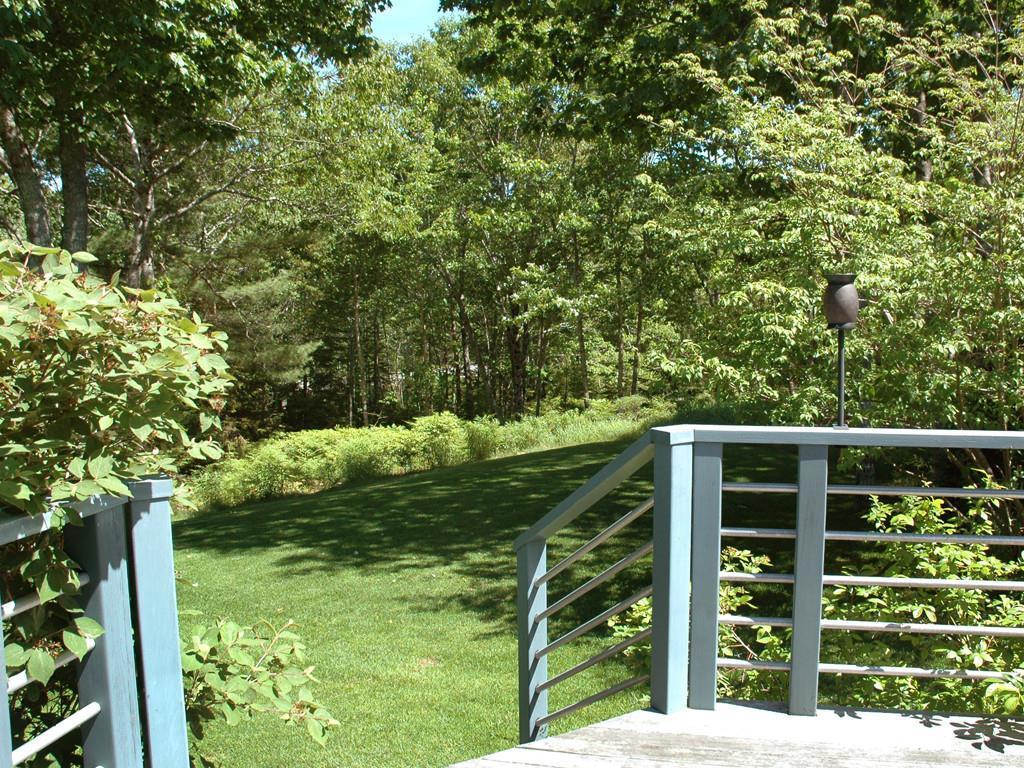 Deck to Side Yard