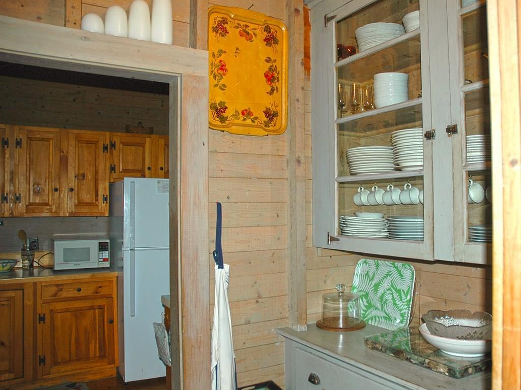 Butler's pantry with separate sink