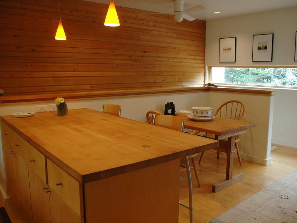 Breakfast area and dining area.