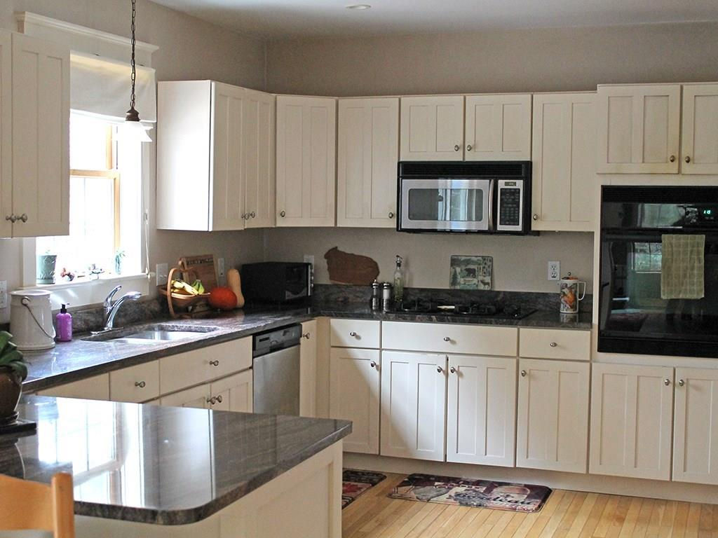 Electric wall oven, gas cook top,...