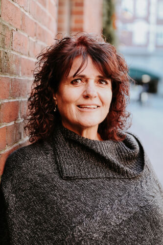 Anne Daigle agent image