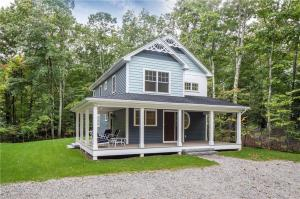 Whether sunbathing, barbecuing or hanging out on the patio or walking in to Ogunquit for some refreshments, this location is ideal within a ½ mile walk to town and yet plenty of privacy.