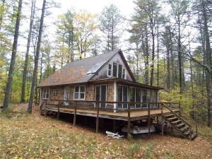 48 Old County Road, Oxford, ME 04270