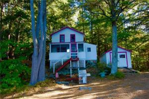 Cove Cottage - nestled in the trees at the water's edge!