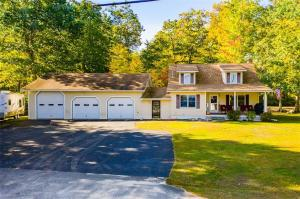 Vacation home, investment property, air bnb, yearround views of Sebago and shared frontage and a bay for your boat!