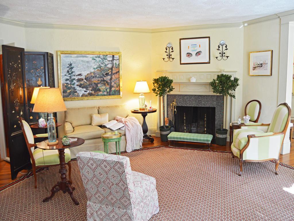 Livingroom and Fireplace
