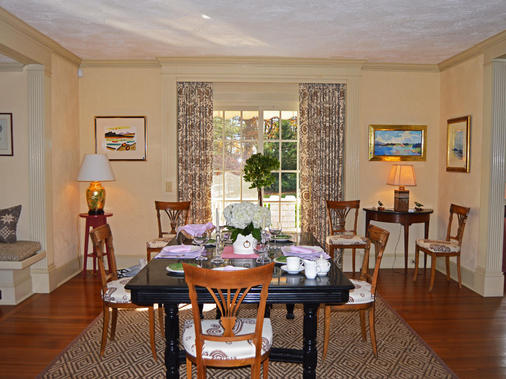 Dining room with porch-garden access