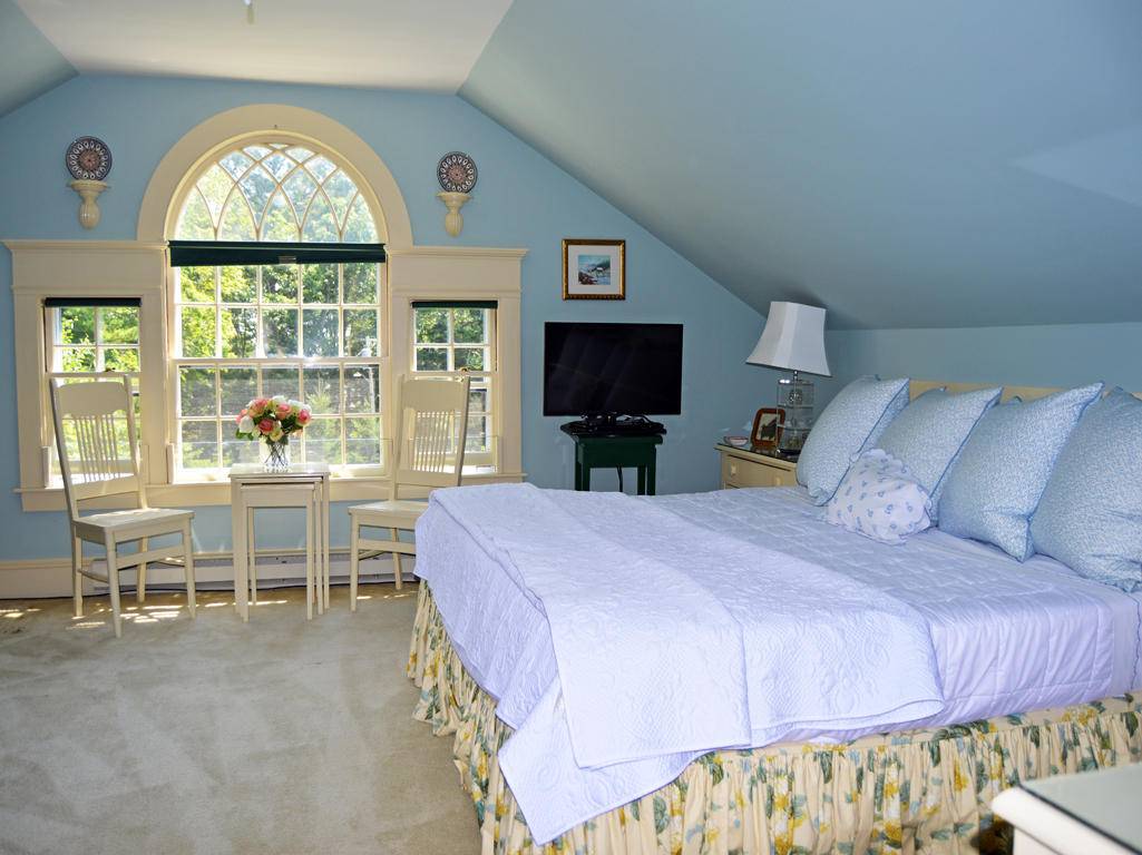 3rd Fl. Bedroom with full bath