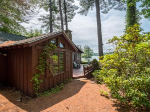 Well-maintained two-bedroom cottage on the shore of Kezar Lake at Severance Lodge